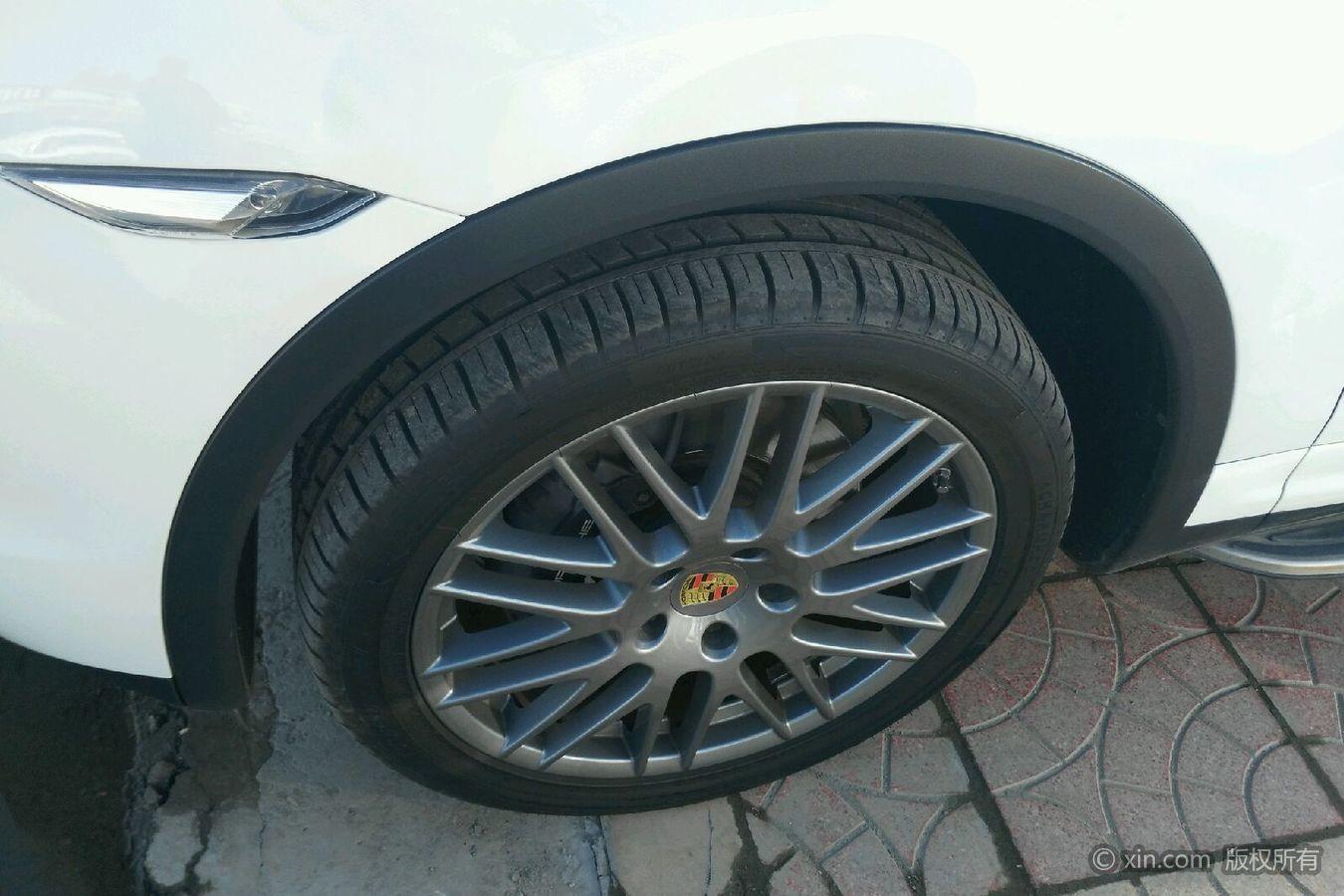 保时捷Cayenne左前轮胎
