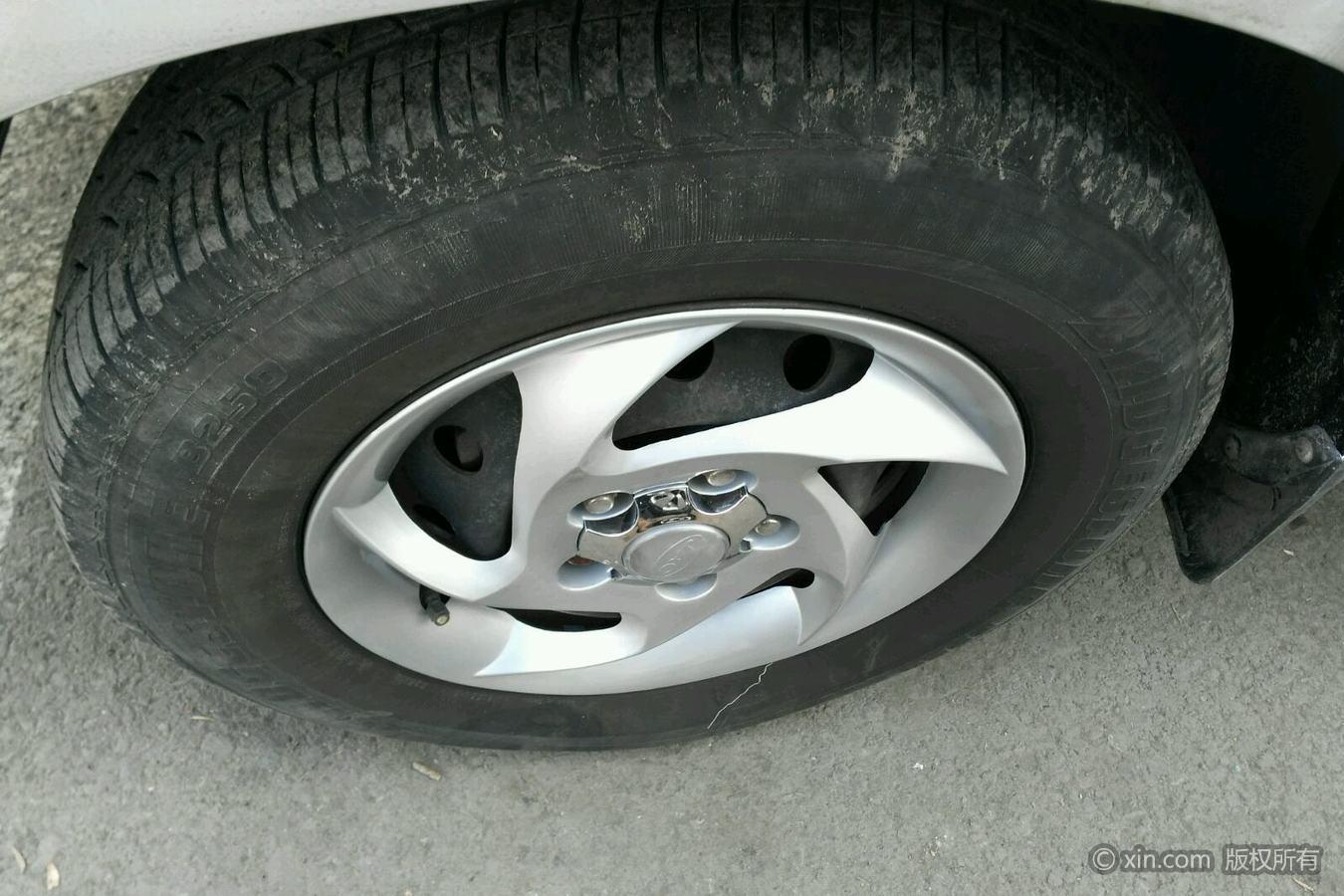 江淮瑞风M2左前轮胎