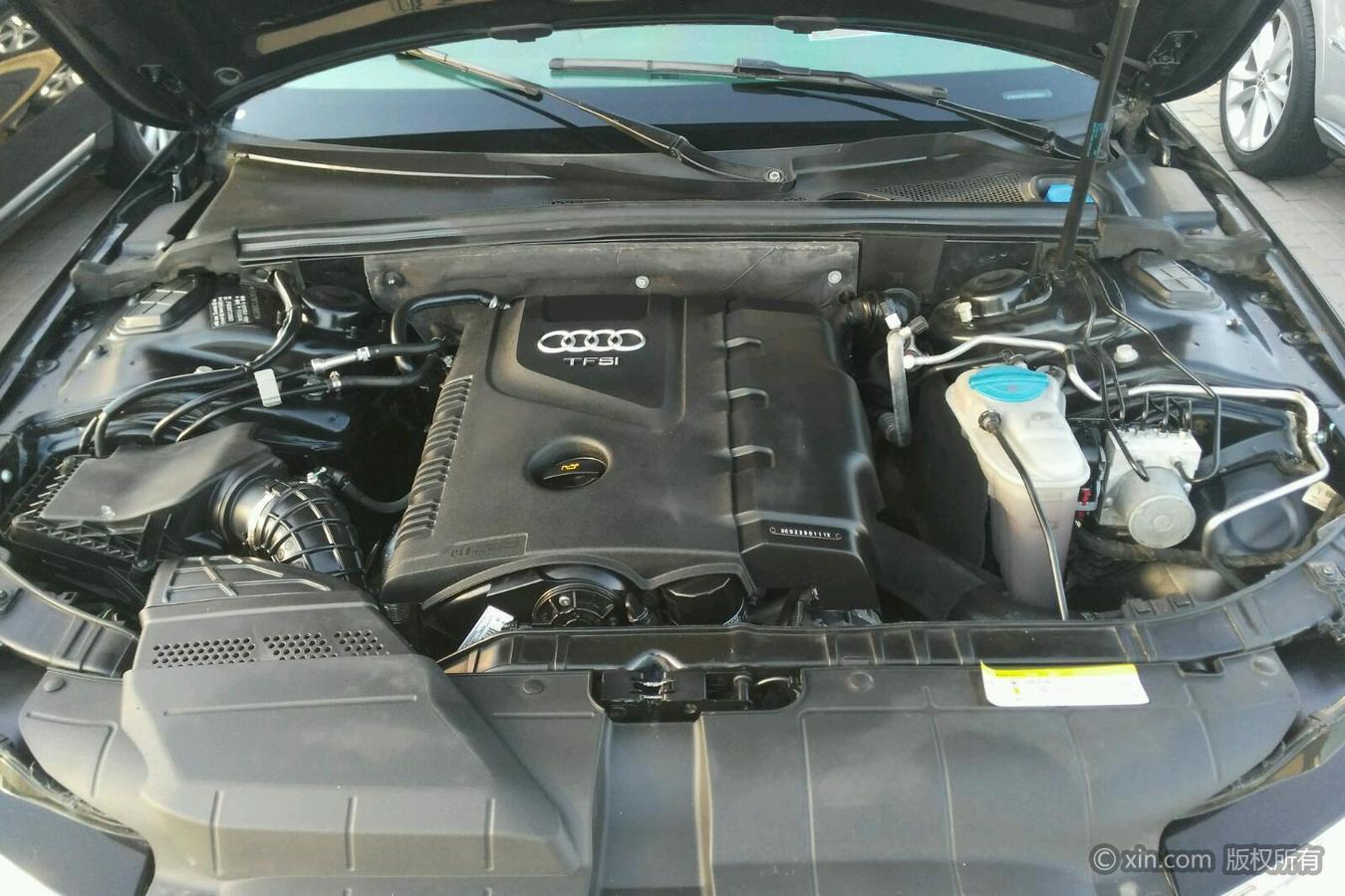 奥迪A4L发动机舱