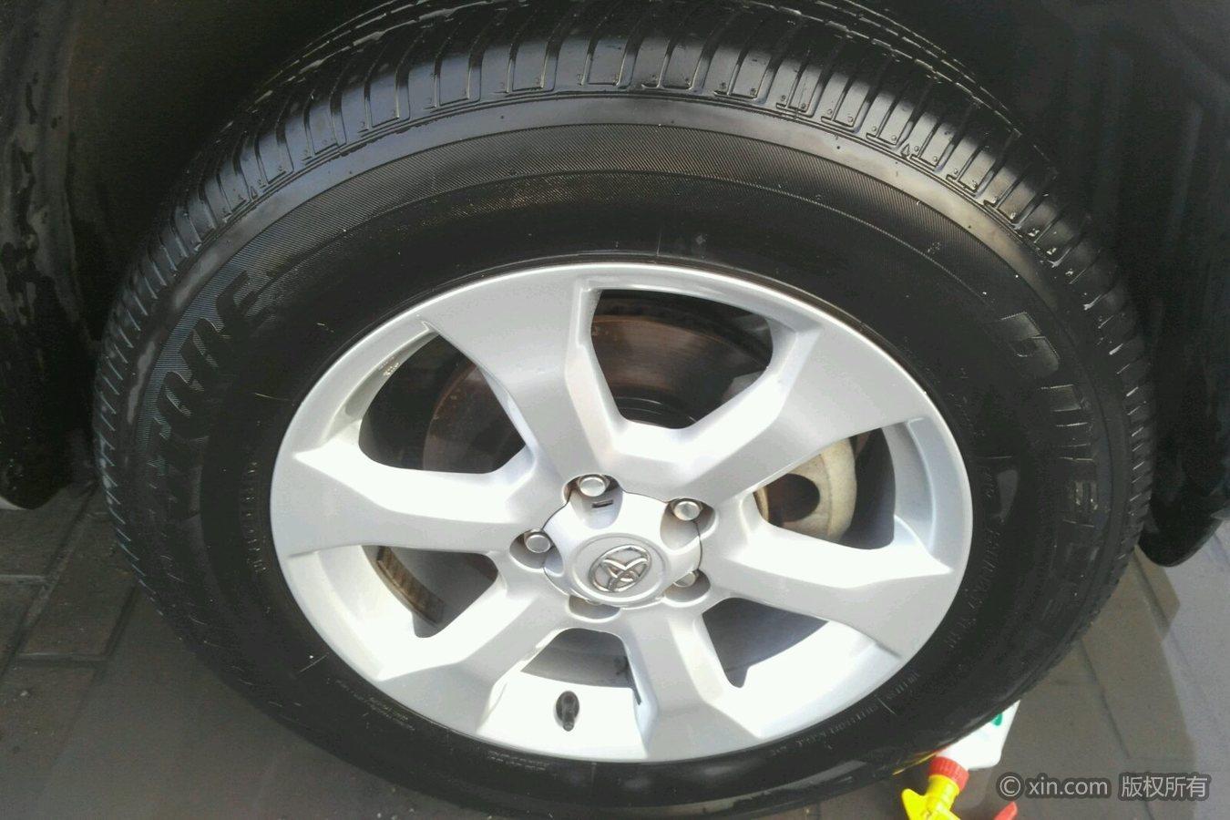 丰田RAV4左前轮胎