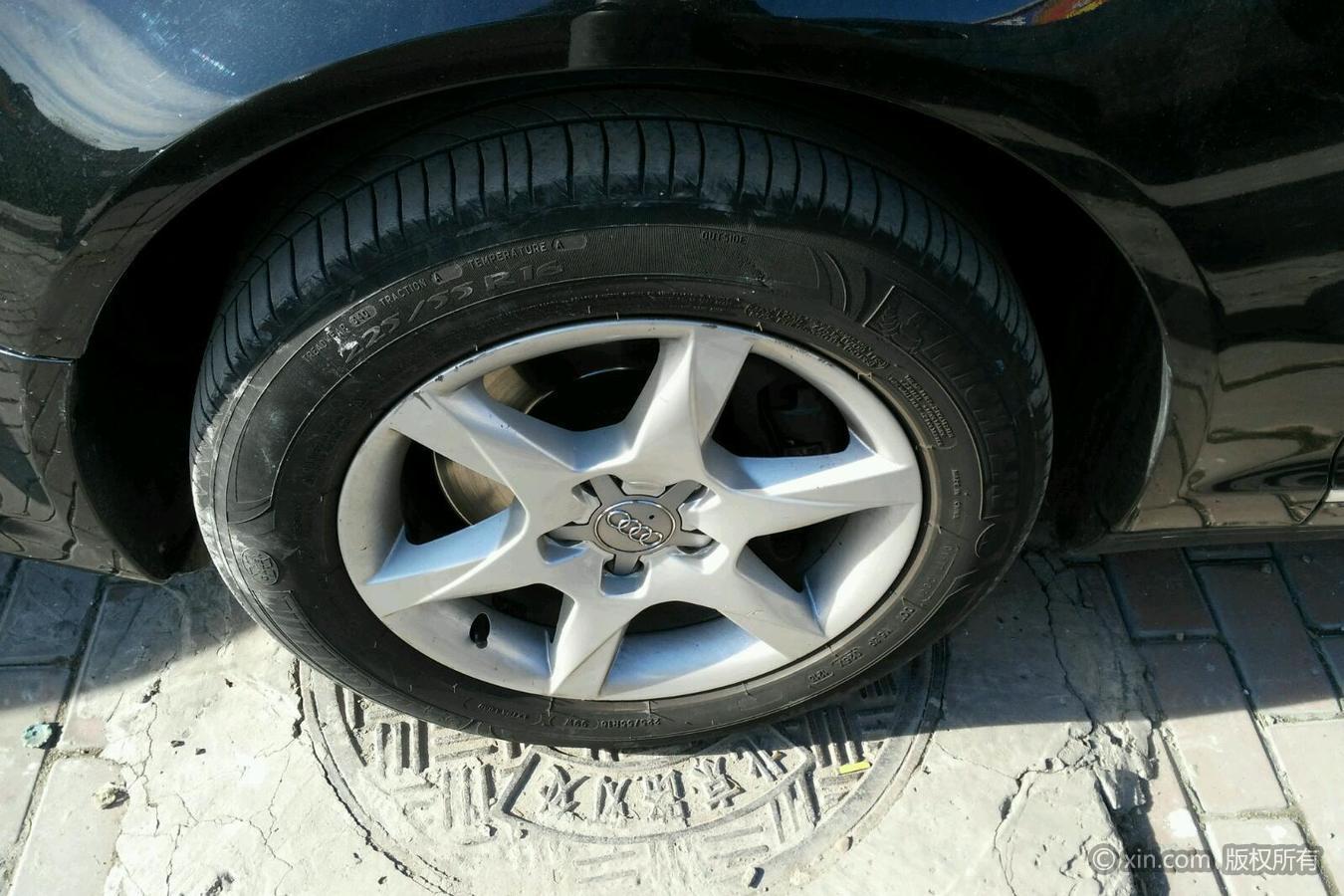 奥迪A6L左前轮胎