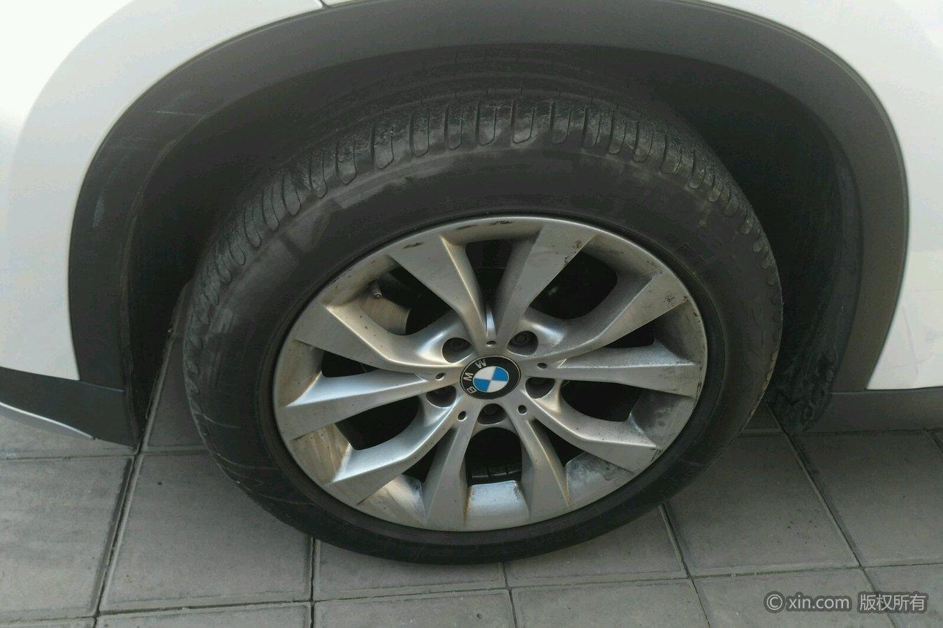 宝马X1左前轮胎