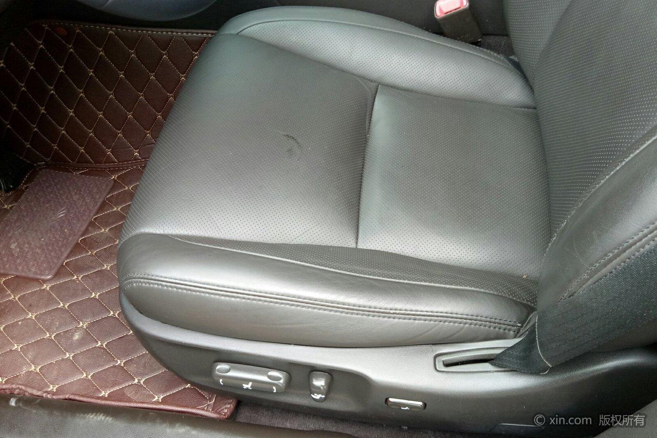 丰田皇冠主驾驶座椅特写